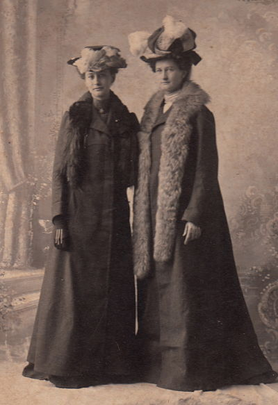 Olive Hope on the right with her sister, Florence.
